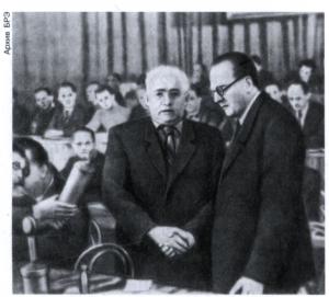 В Президиуме Объединительного (Учредительного) съезда СЕПГ. Берлин. 21.4.1946. Слева - В. Пик, справа - О. Гротеволь.