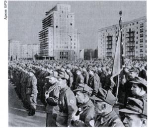 Парад боевых рабочих дружин в Восточном Берлине. Август 1961.